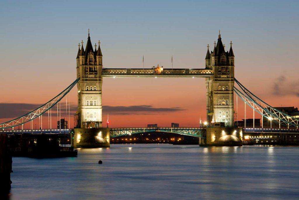 The Tower Bridge is one fo the attractions you must visit during your 1 day in London.