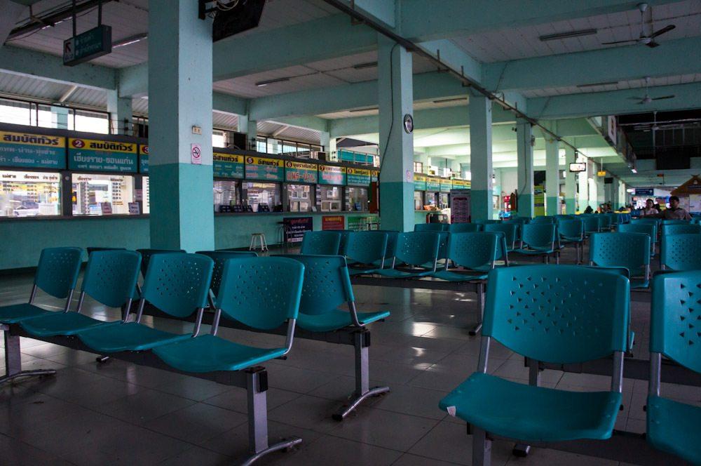 Quando planejar sua viagem de ônibus na Tailândia não esqueça de organizar sua ida até a rodoviária, na maioria das vezes ela fica afastada do centro da cidade.