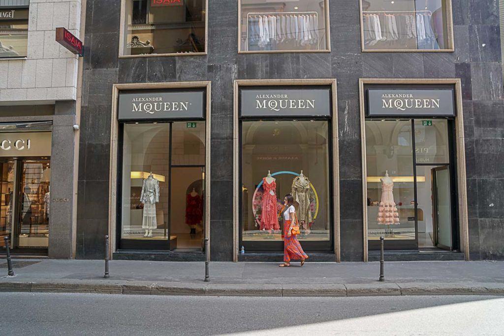 Um roteiro do que fazer em Milão não está completo sem uma passadinha no quadrilátero da moda.