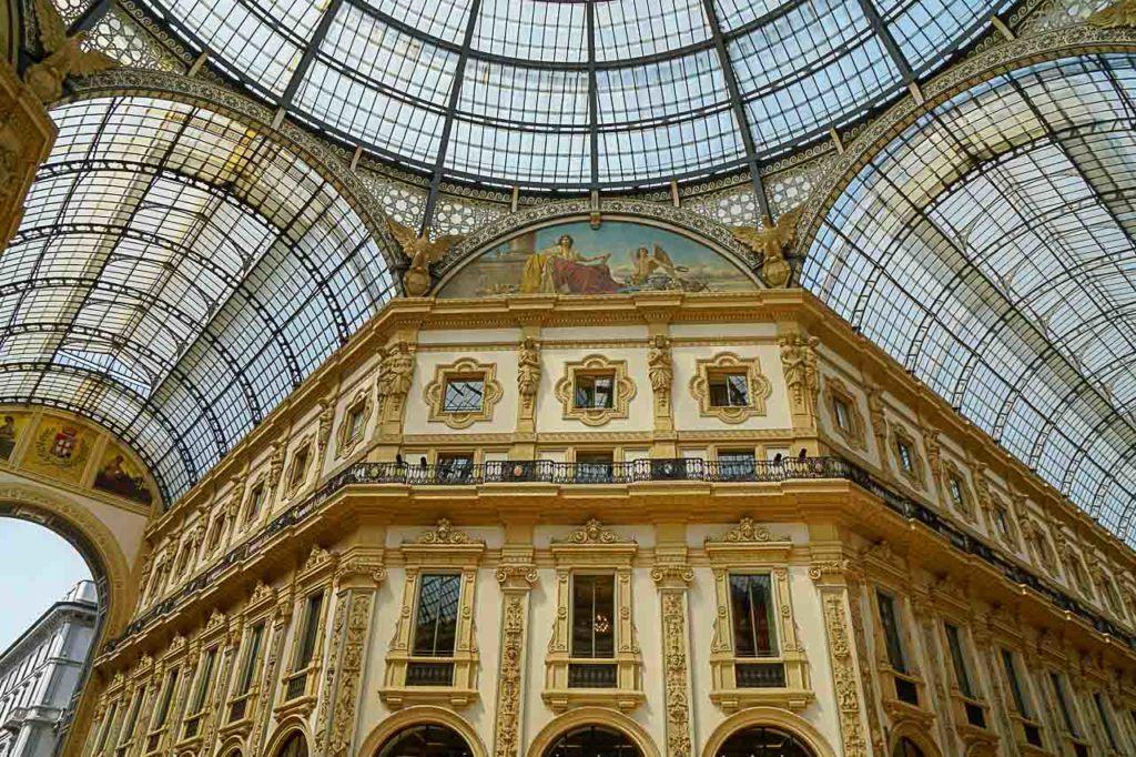 A Galleria Vittorio Emanuele II é um dos pontos turísticos de Milão mais visitados.