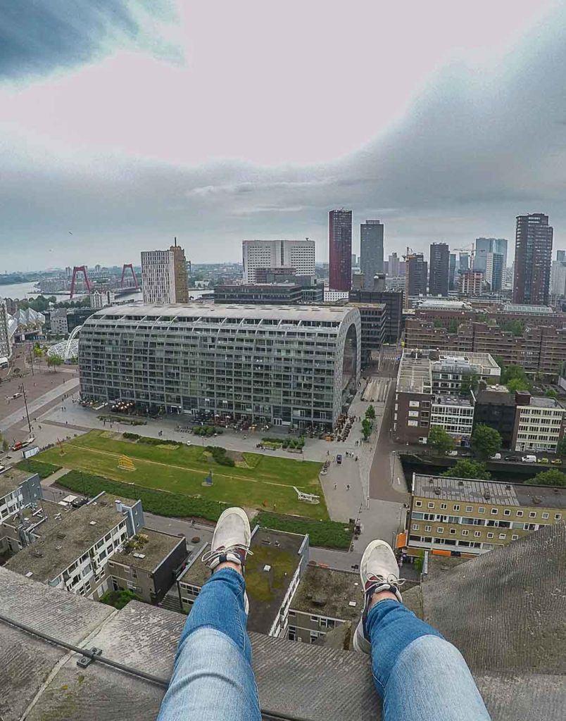Procurando um lugar diferente para tirar fotos em Rotterdam? Suba na torre da Igreja de São Lourenço e aproveite a vista.