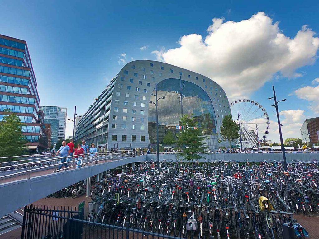 Outra atração importante é o Market Hall, ou mercado central, lá dá para tirar fotos lindas de Rotterdam.