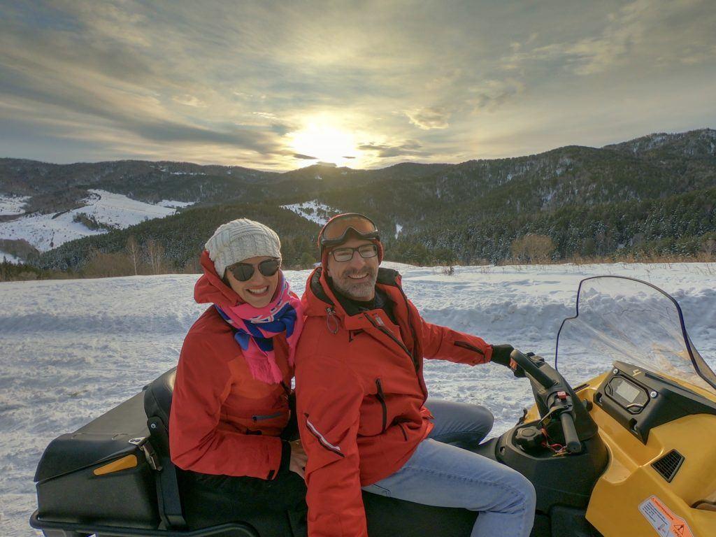 Dirigir um snowmobile foi uma das nossas atividades favoritas nas Montanhas Altai na Sibéria.
