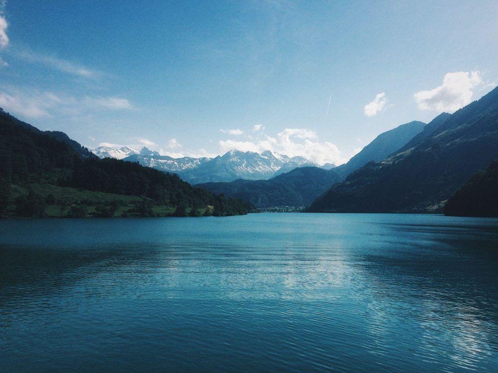 Descubra neste guia quanto custa viajar para a Suíça, para que você possa se divertir nos Alpes sem torrar todo seu orçamento.