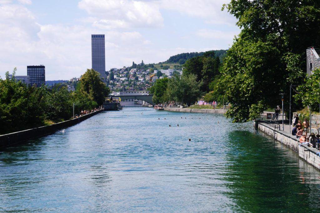 O custo para viajar na Suíça pode ser maior se você planejar sua viagem durante a alta temporada.