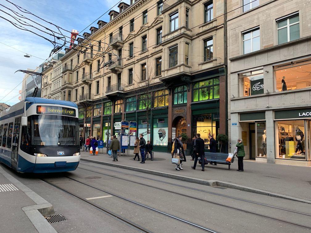 O jeito mais barato de viajar de trem na Suíça é usar passes como o Eurail Pass e o Swiss Travel Pass - que também é válido para transporte público.