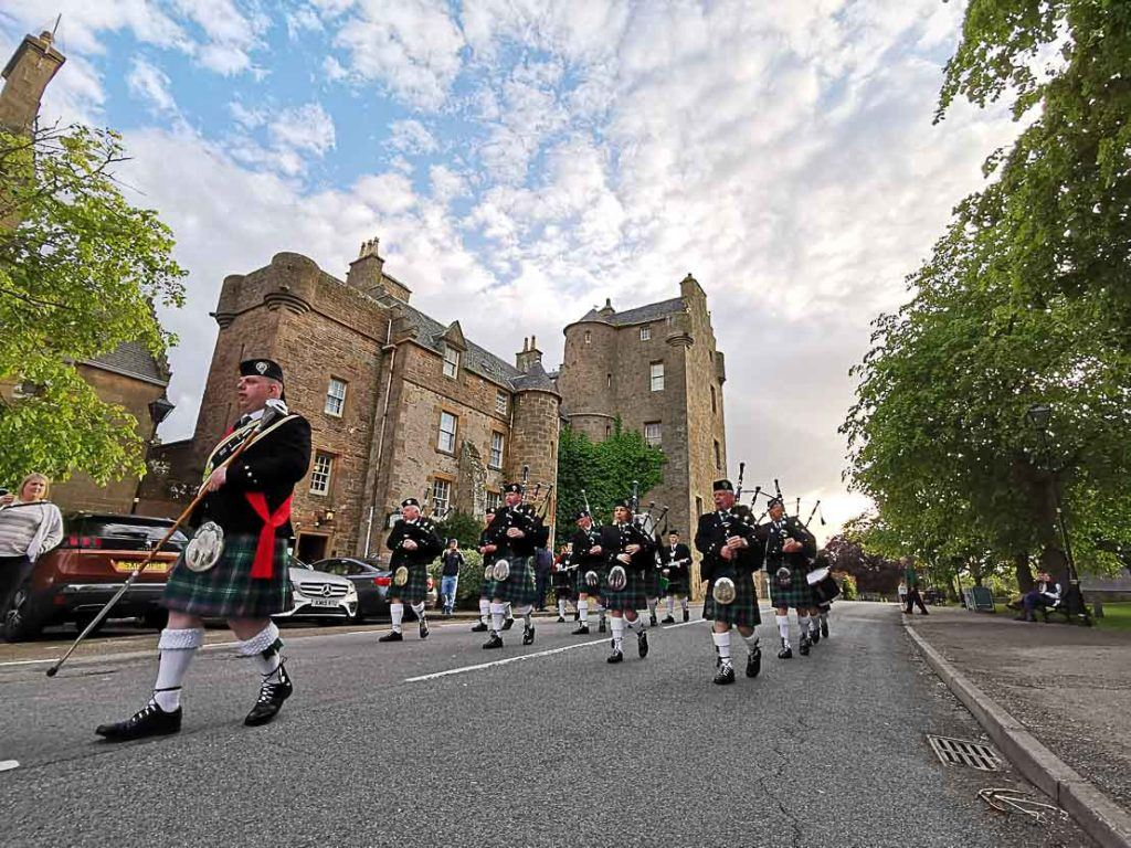 One of the top things to do in Dornoch is to watch the Bagpipe Band Parade in front of the Dornoch Castle.
