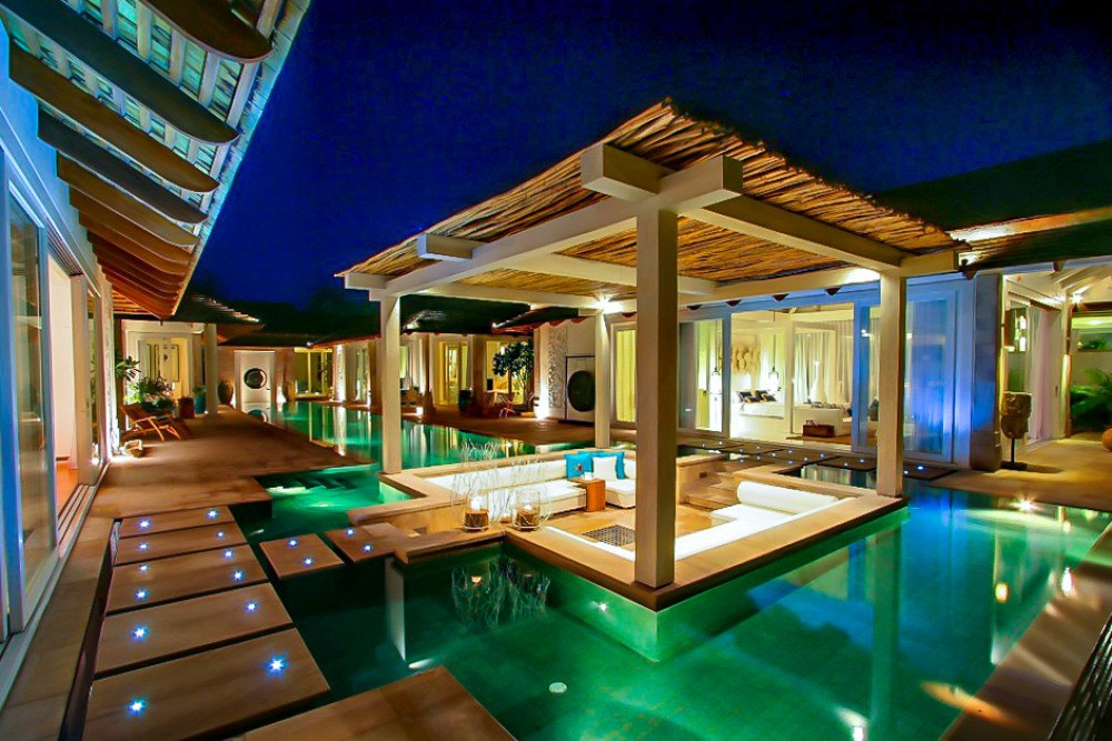 Stay at this Pool Villa and you can Stroll along Chaweng Beach, Koh Samui's golden stretch of coast.
