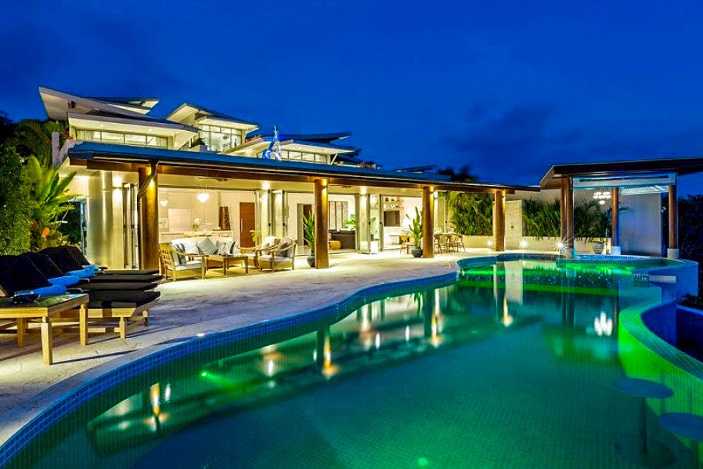 The best pool villas in Koh Samui are cheaper during low season.