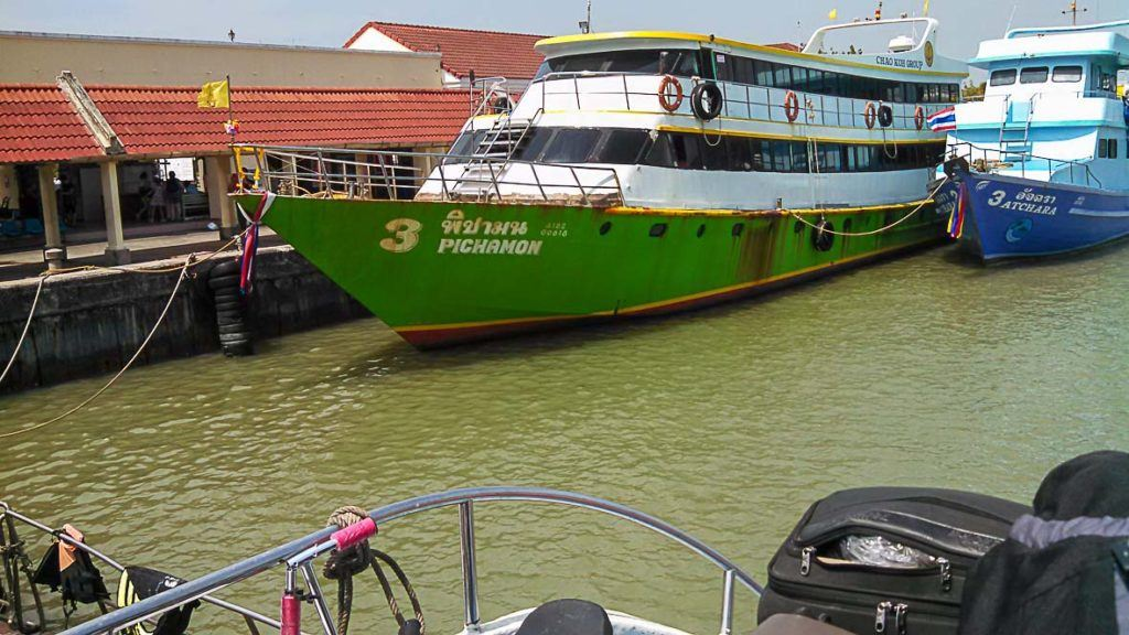 how to travel to Phi Phi Island by ferry