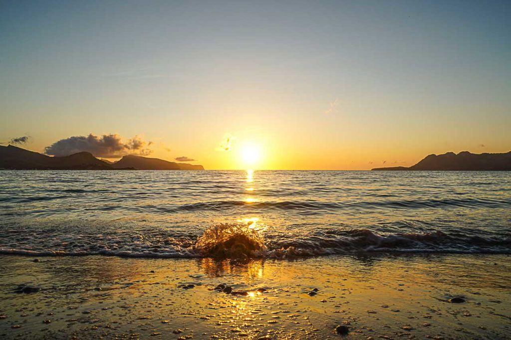 Assistir ao nascer do sol é uma das melhores coisas para fazer em Porto de Pollensa.