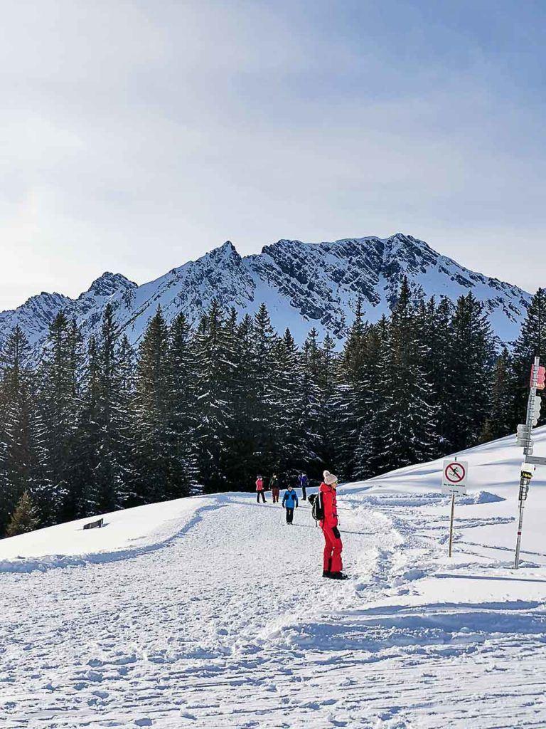 No caminho Natursprünge você acessa uma trilha de inverno tranquila para fazer em suas em férias de esqui em Brandnertal.
