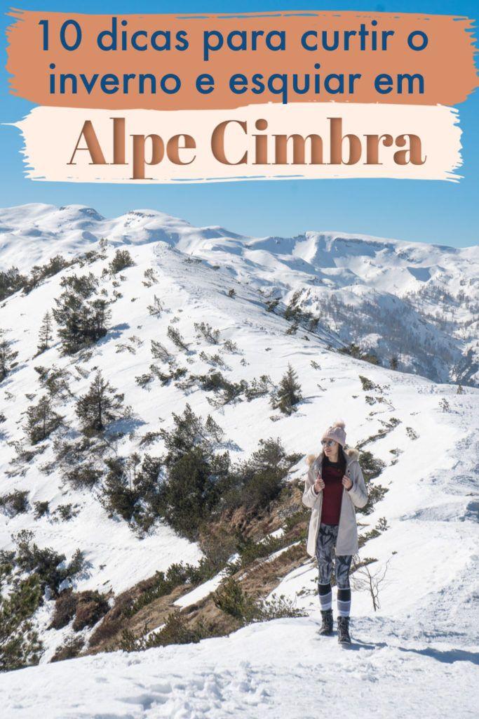 Esqui, snowboard, caminhadas de inverno e boa comida, é o que você encontrará em Alpe Cimbra, na região de Trentino, Itália. Esta encantadora região montanhosa possui duas estações de esqui em Folgaria Lavarone, perfeitas para famílias e grupos de amigos. Leia nossas dicas sobre o que fazer em Alpe Cimbra no inverno para esquiadores e não-esquiadores, além de onde ficar e as melhores comidas para experimentar. #AlpeCimbra #folgariaitalia #lavarone #lavaroneitalia #viagemdeinverno #Trentino #Italia #folgaria