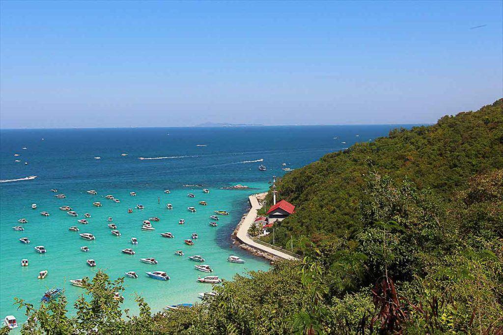 Uma visita à Ilha de Coral, ou Koh Larn, precisa entrar na sua lista do que fazer em Pattaya.