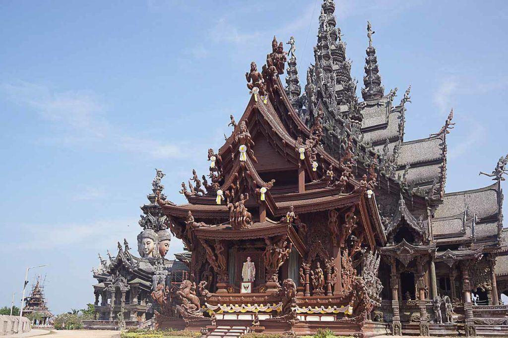 Procurando o que fazer em Pattaya? Vá ao Santuário da Verdade.