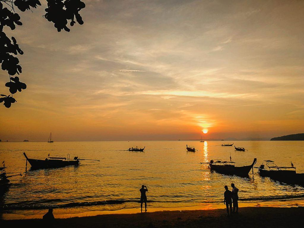 Belas praias e paisagens estão entre as razões pelas quais é melhor você aprender com a gente como chegar em Krabi.
