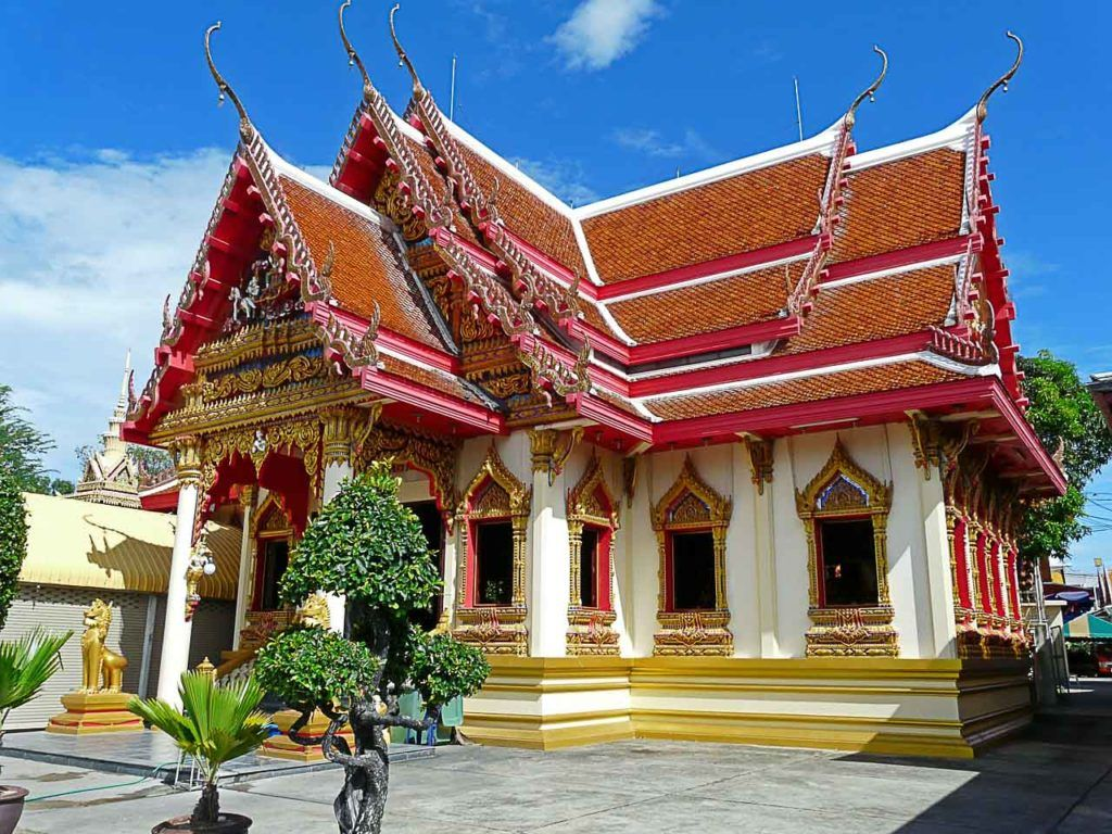 You can visit temples and many attractions when you arrive in Hua Hin.
