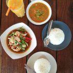 O Sunrise Beach Restaurant serve o melhor curry que comemos em Koh Lipe.