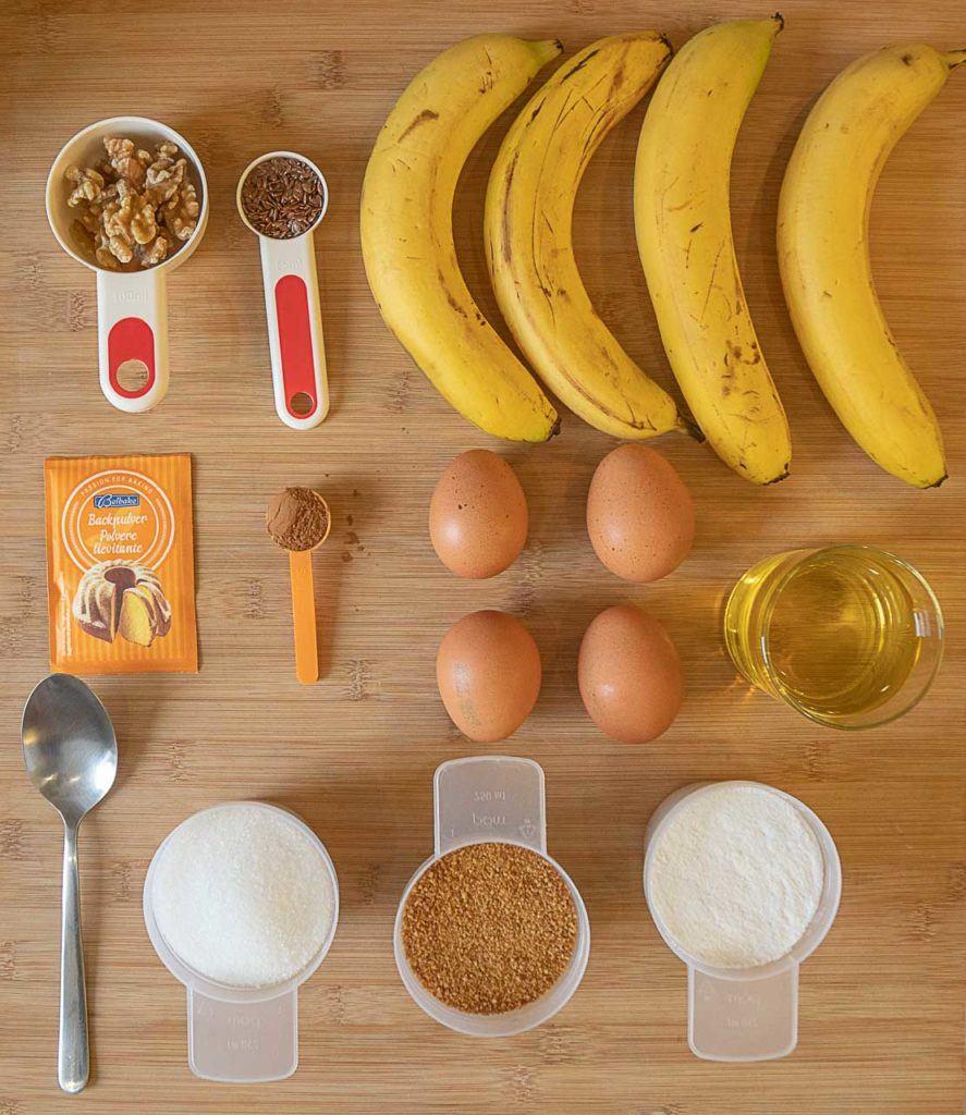 Ingredientes para bolo de banana de liquidificador.