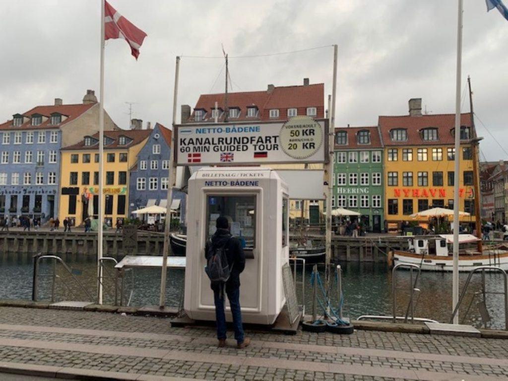 Um passeio pelo canal é uma atração obrigatória em Copenhagen.