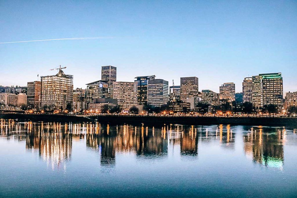 Located in the Pacific Northwest on the US West Coast, Oregon's major city, Portland, is increasingly popular among domestic and international visitors. Discover here Portland travel costs and tips on how to save money for and on the trip.