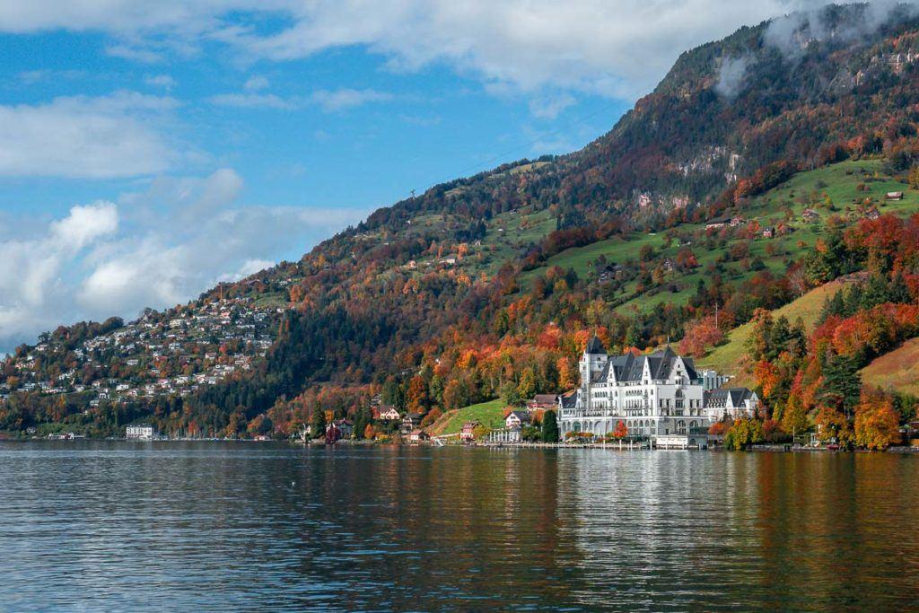 Vista panorâmica do Park Hotel Vitznau e o Lago Lucerna.