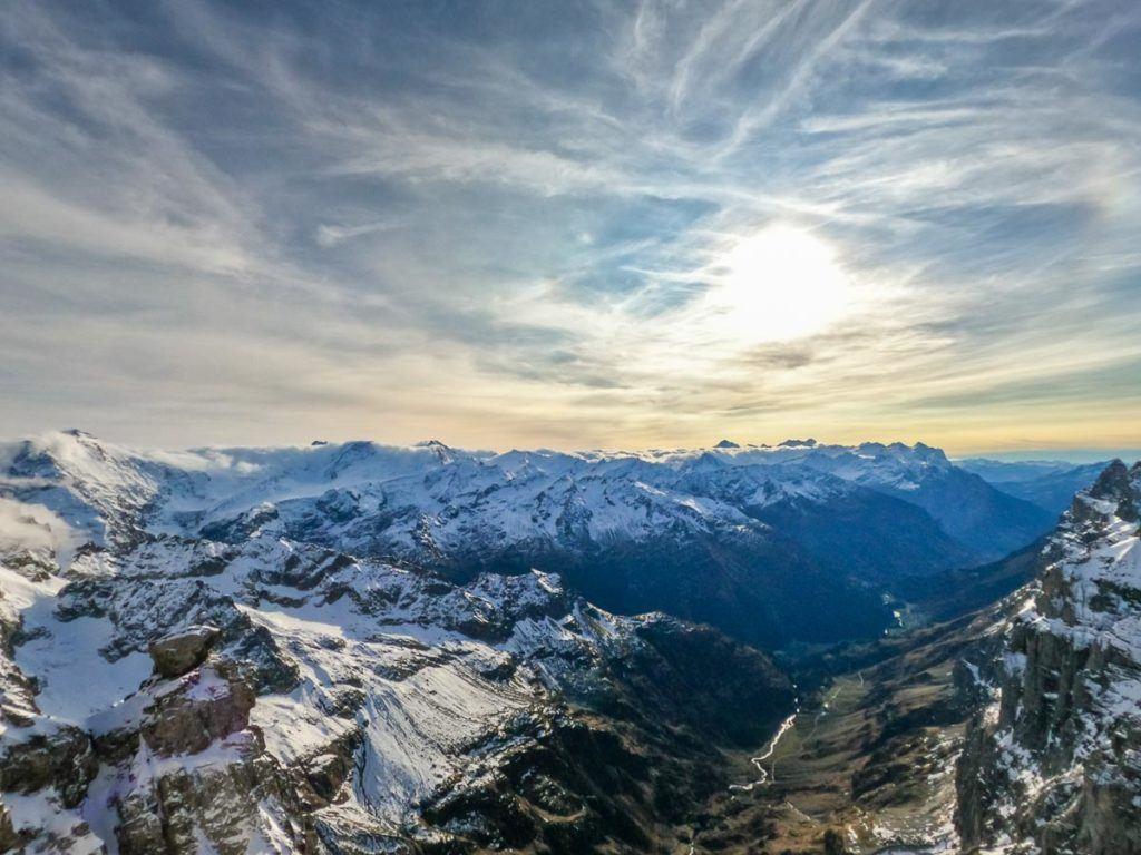 Uma vista panorâmica dos Alpes Suíços visto do Monte Titlis.