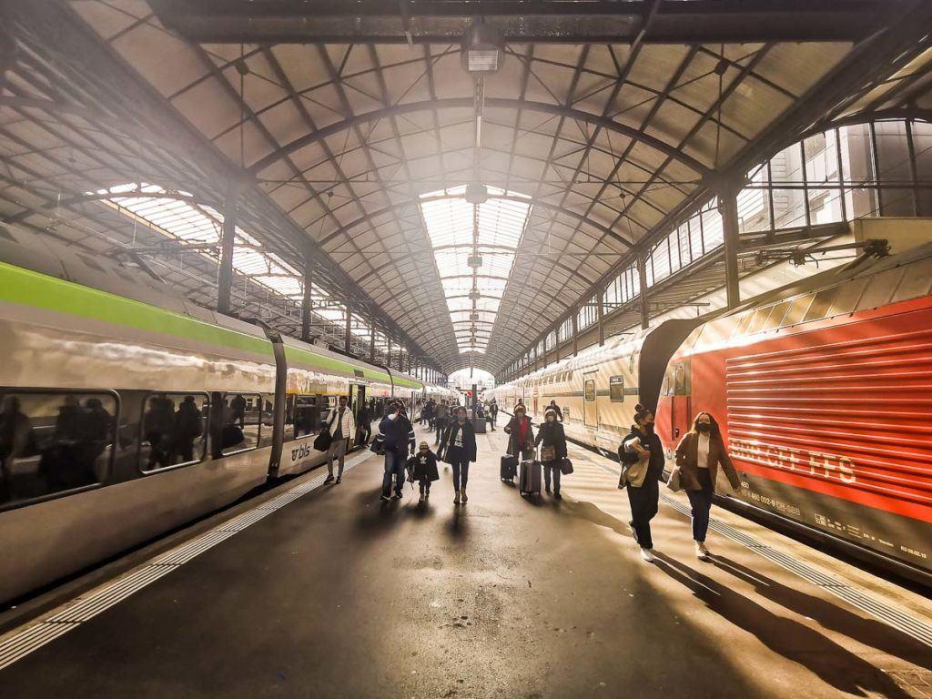 A estação de trem em Lucerna, Suíça.