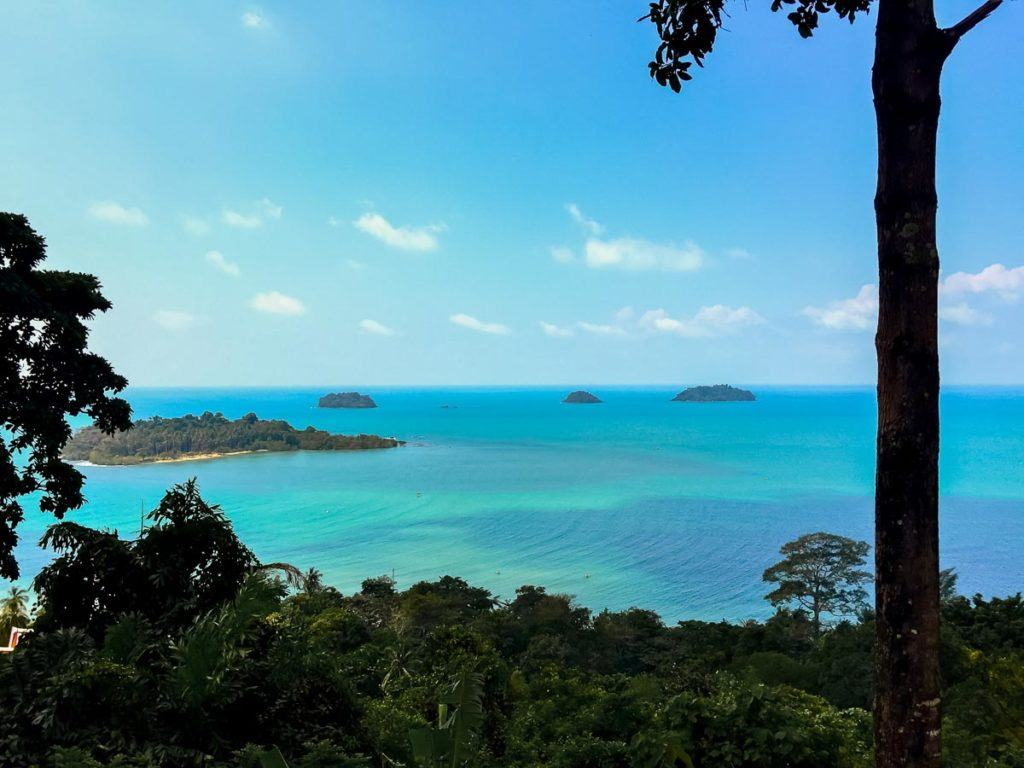 Photo of a viewpoint in Koh Chang, Thailand. You can see the turquoise water with some scattered small islet covered in lush green forest.
