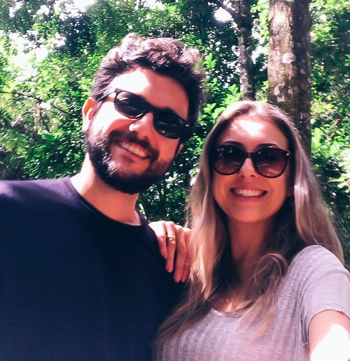 Maria Carolina and Leonardo Gonçalves, authors of this article about the best Airbnbs in Santa Catarina for summer in Brazil.